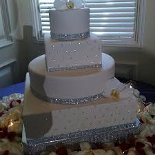 wedding cakes with bling bling wedding cake stand square dazzling diamonds