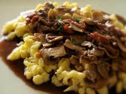 cuisiner des spaetzle spaetzle sauce à échalote lardons et chignons recettes cuisine