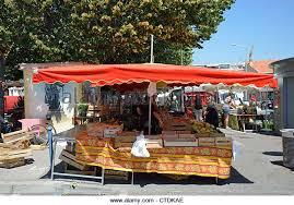 modele cuisine cagne outdoor market cité marchande cagnes sur mer stock photos