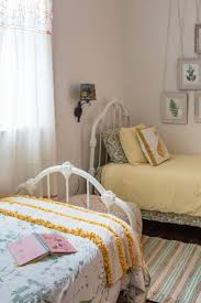 two bed bedroom ideas two bed bedroom ideas the 25 best two twin beds ideas on pinterest