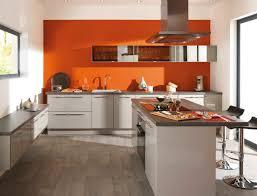 cuisine mur aubergine couleur plan de travail cuisine galerie et plan de travail couleur