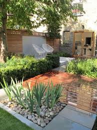 Backyard Landscaping Ideas For Small Yards 25 Unique Small Yard Design Ideas On Pinterest Small Garden