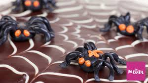 halloween spider web cake how to frost a chocolate spiderweb cake for halloween metiza