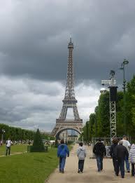 the eiffel tower preservation in paris