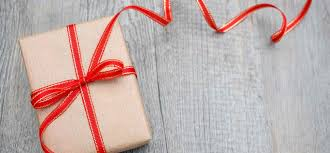 how to pick the best holiday presents for your employees and