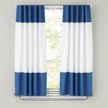 White And Blue Curtains Las Cortinas Las Cortinas Estan En Frente De Mi Cama Bonito