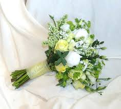 How To Make Wedding Bouquets Hand Tied Bouquets For Weddings Hand Tied Wedding Flowers