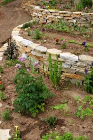 Landscape Flower Bed Ideas by Best 25 Retaining Wall Bricks Ideas On Pinterest Garden