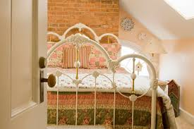 feng shui tips for a bed placement relative to a door