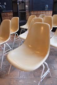 Esszimmerst Le Deutscher Hersteller Glasfaser Stühle Von Charles U0026 Ray Eames Für Herman Miller 1950er