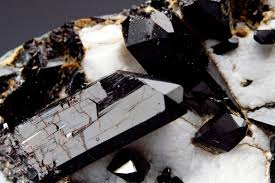 The Way A Mineral Reflects Light How To Identify Black Minerals