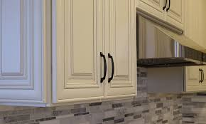 white glazed kitchen cabinets charleston white glazed
