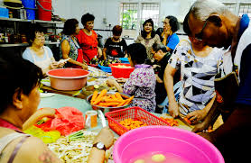 inspirational volunteer at soup kitchen khetkrong