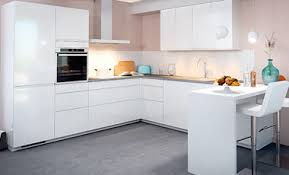 cuisine contemporaine blanche cuisine moderne blanche au design sans poignée ambiance mobalpa