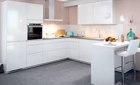 cuisine moderne cuisine moderne blanche au design sans poignée ambiance mobalpa