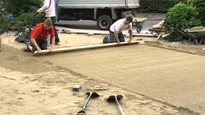 Sand For Patio Pavers by Screeding A Paving Laying Course Youtube