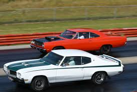 Buick Muscle Cars - factory muscle cars do battle at the pure stock drags rod