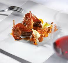 cuisiner pigeon suprêmes cuisses de pigeon poêlée de girolles caramélisés la