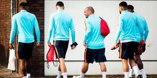 21 Oranje Traint Met 21 Spelers Boekarest Sport Dvhn Nl
