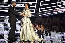 Drake Lean Meme - drake presents rihanna with the video vanguard awards at the vmas