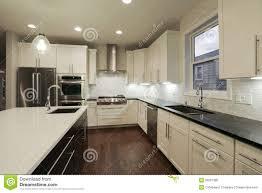 cuisine neuve chambre interieur maison neuve cuisine la maison neuve photo stock