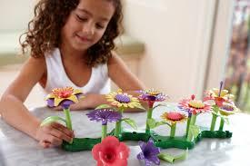 amazon com green toys build a bouquet floral arrangement playset