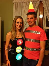 clever halloween costume ideas for couples working traffic light and pylon couple costume traffic light