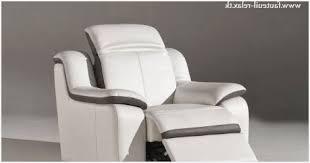 nettoyer un canapé en cuir blanc comment nettoyer canapé en cuir blanc correctement fauteuil