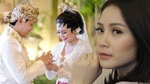 wedding dress nagita slavina hadiri pernikahan sang adik lihat dandanan nagita slavina ini