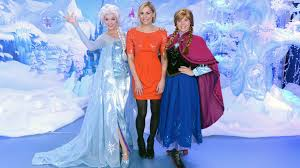 frozen feminist blogger claims dressing queen elsa
