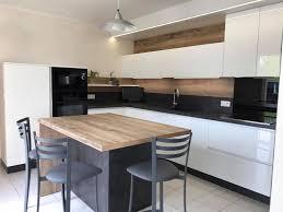 feuille de cuisine cuisine meubles laqués blanc et ilot bois