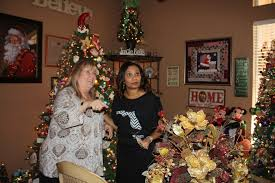 Holiday Decorated Homes by Hosts Open Their Homes Hearts For Annual Holiday Tour Tbo Com