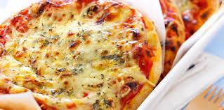 cuisine pizza pizza aux 4 fromages facile et pas cher recette sur cuisine actuelle