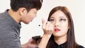 doing hair and makeup korean guys hilariously fail at doing their girlfriends