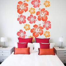 pochoir chambre peinture décorative et motifs originaux pour enjoliver les murs