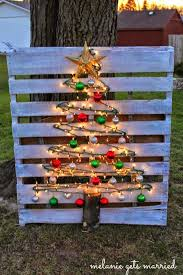 home made outdoor christmas decorations 678 best pallet christmas decorations images on pinterest