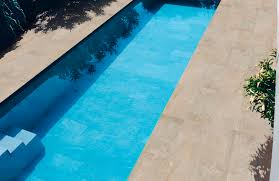 carrelage grand format pour piscine carrelage d u0027intérieur pour plage de piscine au sol en