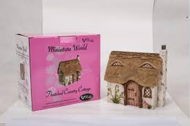 miniature world mw01 006 thatched country cottage amazon co uk