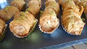 travailler en cuisine ingrédients un paquet de pâte filo amandes grillées non émondées