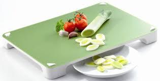 planche à découper cuisine la planche à découper leifheit pratique et hygiénique du bruit