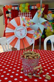 centerpieces for party tables boys circus themed birthday party table centerpiece ideas