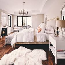 spacious and traditional di bedroom for with girly effect