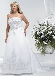 robe de mariã e pour ronde robe de mariage faite en satin avec broderie et perles look1140