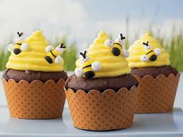 bumble bee cupcakes 16 best bumblebee cakes cupcakes images on bumble