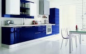 cuisine bleue et blanche déco cuisine avec meubles laqués bleu électrique