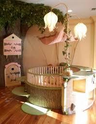 decoration chambre bebe fille originale lit bébé magique sorti des contes de fées arbre cabane lit bois
