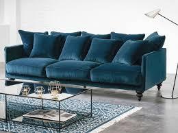 canap entr e canapé en velours entre vert et bleu notre cœur balance joli