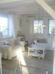 shabby chic livingrooms best 25 chic living room ideas on chandeliers
