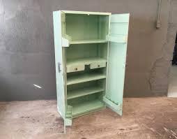 armoire vintage chambre armoire tolix couleur vert d eau