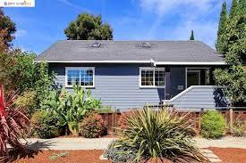 1 Bed 1 Bath House 840 51st Street Oakland Ca 94608 Mls 40797793 Pmz Com